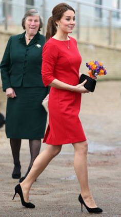 Pin for Later: Kate Middleton's Mama-to-Be Style Is Red Hot While Some Girls Carry Either Flowers or a Clutch, Kate Can Carry Both