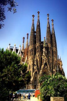 Visite Espanha.  Sagrada Família, igreja mais famosa e incompleto Gaudi s.  Tours Barcelona.  Viagens Espanha.