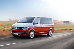 Volkswagen Multivan 2015 T6 rouge et blanc Generation Six roulant sur route vue avant droite