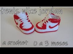 Nike Air Jordan A Crochet – Babyskor till 3 meses Crochet Baby Boots, Booties Crochet, Newborn Crochet, Crochet Shoes, Baby Booties, Baby Nike Shoes, Cute Baby Shoes, Air Jordan Bebe, Nike Air Jordans