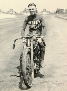 15 Fascinating Vintage Photographs of Motorcycle Riders Posing in Their Cool Harley Davidson Racing Jerseys from the 1920s and 1930s