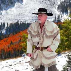 Sew Men Clothes Check out the deal on Fustian Rifleman's Hunting Frock at Crazy Crow Trading Post - This was standard wear for Eastern woodsmen from the French Mountain Man Clothing, Man Gear, Frock Coat, Hunting Shirts, Men's Wardrobe, Wool Coat, Clothing Patterns, Coat Patterns, Frocks