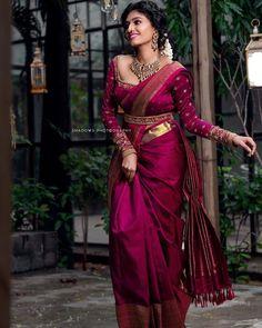 Blouse Back Neck Designs, Fancy Blouse Designs, Bridal Blouse Designs, Stylish Dress Designs, South Indian Blouse Designs, Indian Bridal Outfits, Indian Bridal Fashion, Indian Fashion Dresses, Indian Designer Outfits