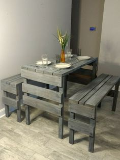 perfect table for a small space Pallet Furniture Designs, Wooden Pallet Projects, Wooden Pallet Furniture, Pallet Designs, Diy Outdoor Furniture, Wooden Pallets, Furniture Projects, Diy Furniture, Furniture Storage