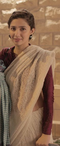 Mahira Khan in a 'chikankari' sari - hello again