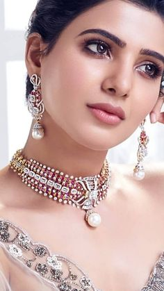 Saved by radhareddy garisa Dimond Necklace, Ruby Necklace, Bridal Necklace, Bridal Jewelry, Jewelry Design Earrings, Necklace Designs, Jewellery Designs, Black And Silver Eye Makeup, Indian Wedding Jewelry