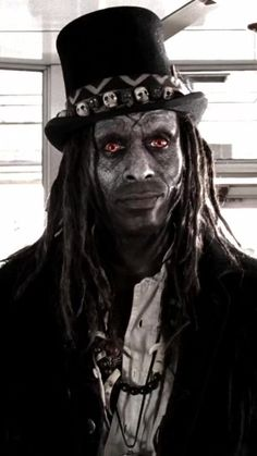 Papa Legba from 'American Horror Story: Coven' This image was also a big influence in my final voodoo zombie look and design. Doctor Halloween Costume, Voodoo Costume, Voodoo Halloween, Halloween 2018, Diy Halloween, Papa Legba, American Horror Story Coven, American Horror Story Costumes, Horror Movie Costumes