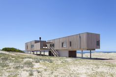 Beach House Chihuahua / Colle-Croce + Mariana Kusenier, © Javier Agustín Rojas Container Architecture, Architecture Romane, Architecture Baroque, Modern Architecture Design, Commercial Architecture, Architecture Moderne, Construction, Arched Cabin, Shipping Container Homes