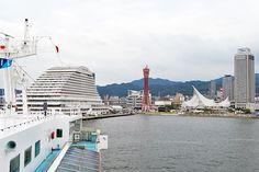 2017年7月18日(火)こんにちは。「海の日は神戸港を満喫」。昨日の定休日は、「ルミナス神戸2」でランチクルーズ。じゃらん(ホテル予約サイト)から2千円分のクーポンをいただいたので、家族4人で「ステーキバイキング」を申し込みました。中突堤、メリケンパークオリエンタルホテルの東側から明石海峡大橋の手前をUターンする2時間コース(12時~14時)。プラン名称の通り、ステーキが食べ放題。家族で利用するのにピッタリです。この日は「みなとまつり」が開催されており、海王丸をはじめ、神戸港で働く船が多く停泊しているのを見ることができ、かなりお得感がありました。神戸港発着のランチクルーズといえば「コンチェルト」のイメージが強いですが、国内最大級のレストラン船「ルミナス神戸2」もオススメです(^^ ◆ルミナス神戸2 https://www.luminouskobe.co.jp/  それでは、今日も皆様にとって良い1日になりますように☆ 【加古川・藤井質店】http://www.pawn-fujii.jp/