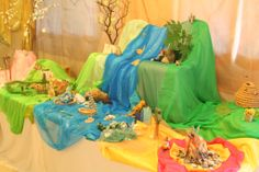 Creating with children in the spirit of Waldorf? Let's look at creating a Waldorf nature table (aka seasonal table). Spring Nature Table, Nature Story, Small World Play, Seasonal Celebration, Play Spaces, Learning Spaces, Nature Crafts, Waldorf Dolls, Kids And Parenting