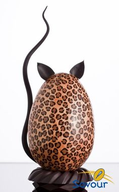 chocolate in the leopard print Chocolate Shop, Chocolate Art, Easter Chocolate, How To Make Chocolate, Chocolate Lovers, Chocolates, Chocolate Showpiece, Egg Cake, Chocolate Sculptures