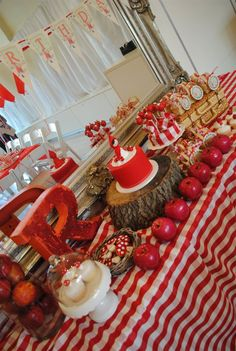 Ruby-Red-Riding-Hood-Party: The table