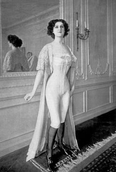 Model at a Belle Epoque couture house before donning her gown. (Models wore special sheath like undergarments to protect the gowns). Possibly a model at Margaine Lacroix wearing one of the designers elasticized corset/combination combinations. 1900s Fashion, Edwardian Fashion, French Fashion, Vintage Fashion, Edwardian Era, Lingerie Vintage, Vintage Underwear, Moda Vintage, Vintage Mode