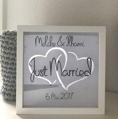 Du bist auf der Suche nach einem passenden Hochzeitsgeschenk? Damit kommst du beim Brautpaar sehr gut an.  Eine kleine Erinnerung an Ihren schönsten Tag, dass Tagsüber eine schöne Deko und Abends...