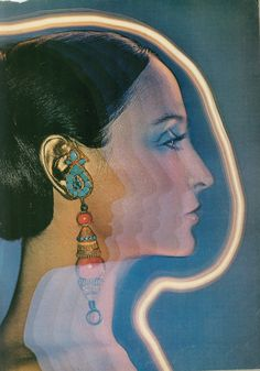 earring by Van Cleef all images from Harper's Bazaar , July 1969 Collages, Collage Art, Seventies Fashion, 1974 Fashion, 20s Fashion, Fashion Vintage, Vintage Fashion Photography, Vogue, Retro Futurism