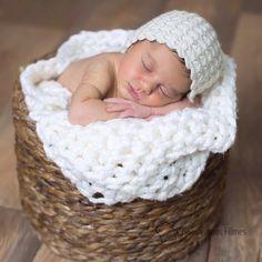 """@bridestyle's photo: """"Good night com essa fofurice filhota linda da minha amiga Ylka @divadicas que foi muito guerreira passando a gestação inteira na cama. Todo sacrifício valeu a pena pelo maior amor do mundo """""""