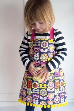 Child's Reversible Fat Quarter Apron Tutorial and Pattern. Great idea for a birthday present for a little girl.