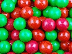 Жев. резинка RUSGUM Ягода - Малина 20 мм. 5*400 штук Артикул: 205446 Описание: Жевательная резинка российского производства. Диаметр 20 мм. Цвет: Красный, Малиновый, Зелёный. Вкус: Малина.
