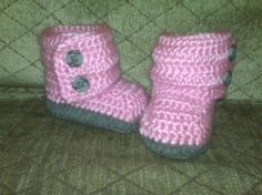 Knit baby boots by HopeTx