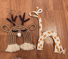 Macrame Design, Macrame Art, Macrame Projects, Rope Crafts, Yarn Crafts, Diy And Crafts, Deco Boheme, Rainbow Art, Macrame Patterns
