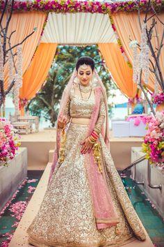 Monotone bridal outfit. Sabyasachi's best.  #bridal #indianbride #indianwedding #wedding #indian #bride #lehenga #outfit #bridaloutfit #gold #outfit #sabyasachi #bridalLehenga #wedzo #shades