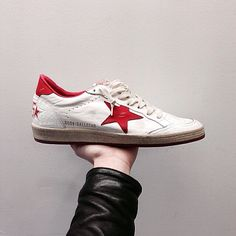 GOLDEN GOOSE BALLSTAR! ⭐️ wonderful and very confortable sneakers. It is very beautiful with a street style!
