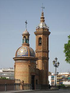"""Capilla del Carmen, Sevilla, más conocida como """"Mecherito""""situada al principio de el Puente de Isabel II (para los sevillanos y los trianeros """"Puente Triana"""" Sevilla"""