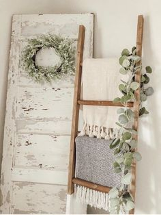 6 FT White dipped blanket ladder Best Picture For Shabby Chic lamps For Your Taste You are looking for something, Diy Home Decor Rustic, Farmhouse Bedroom Decor, Country Farmhouse Decor, Shabby Chic Bedrooms, Bedroom Vintage, Shabby Chic Homes, Shabby Chic Decor, Modern Farmhouse, Farm Bedroom