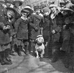 Vapunviettoa Pohjoisesplanadilla 1912.