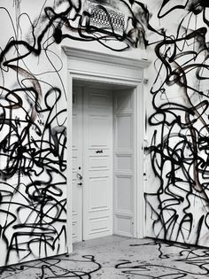 URBAN ART, DECORATIVE ART ? Art in the home and a desire for big, bold graphics can sometimes translate to the form of urban graffiti. Street art comes in all forms, from the tiny and intricate black and white pieces to the large colorful graphics that can be found on city streets.