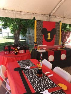 Party Ideas Bday Mickey Mouse 46 Ideas For 2019 Mickey Mouse Cupcakes, Festa Mickey Baby, Mickey Mouse Theme Party, Mickey Mouse Party Decorations, Mickey Mouse Birthday Decorations, Mickey 1st Birthdays, Fiesta Mickey Mouse, Mickey Mouse First Birthday, Mickey Mouse Clubhouse Birthday Party
