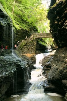 Watervallen in sprookjesachtig Watkins Glen, New York State (Verenigde Staten)