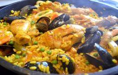 Une version de la recette de Paella rapide espagnole inratable que vous pouvez préparer facilement chez vous sans prise de temps.