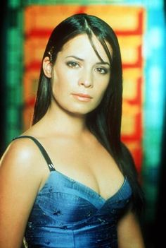The only person to appear in every episode of the TV show Charmed was Holly Marie Combs. She was the oldest sister of the group after Doherty's daring exit from the show, but in reality she was actually the youngest. Serie Charmed, Charmed Tv Show, Julian Mcmahon, Holly Marie Combs, Rose Mcgowan, Beautiful Celebrities, Gorgeous Women, Alyssa Milano Hot, Charmed Sisters