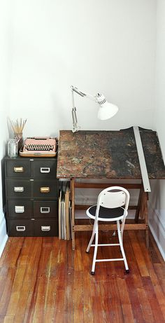 <3 It'd be great to find a collection of pieces from local shops, vintage or thrift stores to furnish my studio. Paperish Mess (www.paperishmess.com) can also work to build custom work benches for your own studio if you are interested. If you're in Chicago looking for art supplies, definitely check out Artist & Craftsman Supply or Genesis Art Supply!
