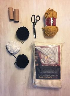DIY Pom Pom rug - A woman wraps yarn around leftover toilet paper tubes - look what she does in her living room! - This is the coolest thing you'll see all day! Stencil Rug, Diy Pom Pom Rug, Inexpensive Rugs, Paper Towel Tubes, Rug Making, Decoration, Making Ideas, Diy And Crafts, Easy Diy
