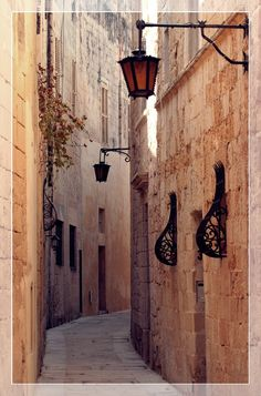 street europe mediterranean historic Old Town malta narrow street mdina Places To Travel, Places To See, Travel Destinations, Wonderful Places, Beautiful Places, Amazing Places, Travel Around The World, Around The Worlds, Malta Gozo