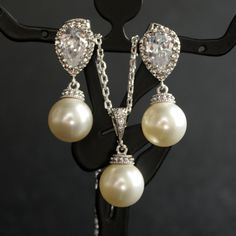 Wedding JEWELERY I would definitely rock these Pearl & Diamond matching set..these are beautiful