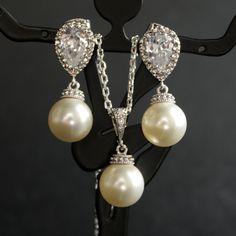 Wedding JEWELERY I would definitely rock these Pearl & Diamond matching set..these are beautiful