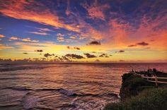 朝日が昇る前の神秘的な 空のグラデーション 赤く染まった雲の色が 薄っすら海面に映ってるの分かりますか? ハーフNDをノリさんに借りて撮影 ハーフND買わなきゃなぁー . . #宮古島  #東平安名崎 #沖縄 #宮古フォト祭り #絶景 #空推し部 #ダレカニミセタイソラ #写真好きな人と繋がりたい #ファインダー越しの私の世界 #東京カメラ部 #カメラ女子 #マジックアワー #朝焼け#japan_daytime_view #wu_japan #ptk_sky #wonderful_places #team_jp_西 #lovers_nippon #bestjapanpics #ig_japan #igersjp #s_shot #sky_brilliance #photo_jpn #sunrise