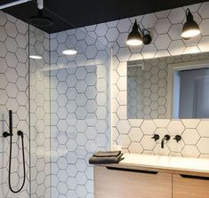45 Hanging Bathroom Storage Ideas for Maximizing Your Bathroom Space - The Trending House Small Bathroom Shelves, Bathroom Storage, White Bathroom, Modern Bathroom, Master Bathroom, Floating Storage Shelves, Diy Curtain Rods, Small Toilet, Bathroom Trends