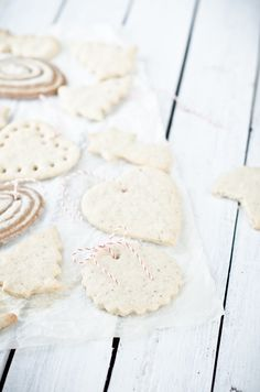 white gingerbread cookies