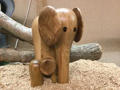 Wood Turning Projects, Wood Projects, Projects To Try, Wooden Bird, Wooden Toys, Wood Animal, Wood Vase, Novelty Items, Bone Carving