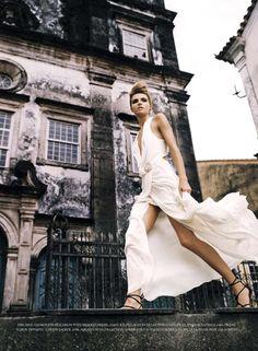 born-to-love-fashion:    styleonnet:    (fashion // campaigns editorials. / valentina zelyaeva by john scarisbrick | harper's bazaar UK june 2007 gönderdi)    (via imgTumble)