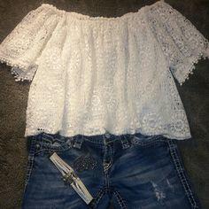 Juniors Super cute white lace top Juniors Super cute white lace top Hollister Shirts & Tops Blouses