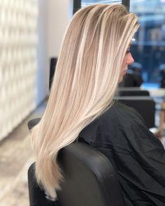 Blonde Hair Looks, Brown Blonde Hair, Platinum Blonde Hair, Wedding Hair Colors, Gorgeous Hair Color, Haircuts For Long Hair, Light Hair, Blonde Balayage, Hair Pictures