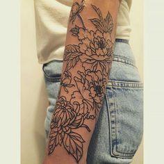 25 Beautiful Feminine Sleeve Tattoo Ideas - Mom's Got the Stuff