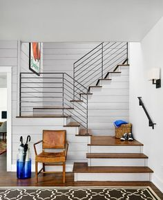 Modern stair railings ideas stair railing design modern contemporary stair railing modern railings for stairs interior best modern stair railing modern Modern Stair Railing, Stair Railing Design, Metal Stairs, Modern Stairs, Metal Railings, Banisters, Black Railing, Modern Basement, Cable Railing