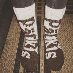Pätkis-villasukat ?? #pätkissukat #suklaa #choklad #chocolate #villasukat #sukat #handmade #sockor #homemade #white #brown #fazer #pätkis #makeinen #karkki # Diy Crochet And Knitting, Crochet Socks, Knitting Socks, Hand Knitting, Marimekko, Mittens, Tatting, Diy And Crafts, Projects To Try