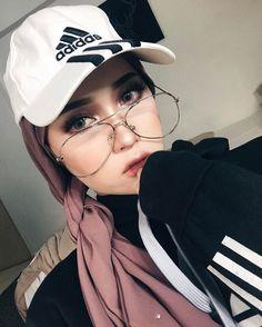 "24.4k Likes, 155 Comments - ♡ A S Y A L L I E E ♡ 20 (@asyalliee) on Instagram: ""Rossa Luxe shawl @asyallieescarves FT @shasyahabib _ Follow @kdollbeauty_hq okay ."""